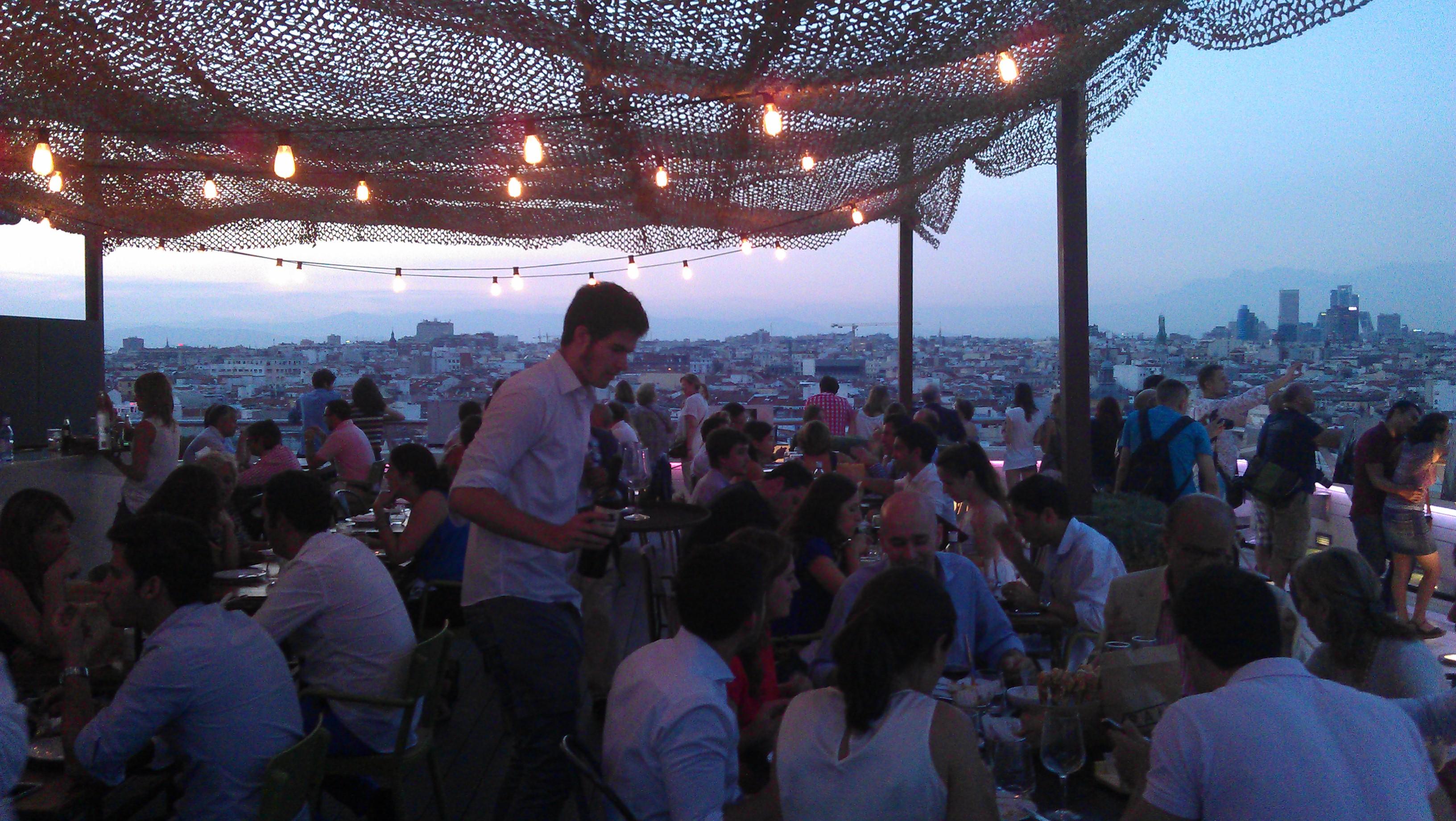 Tartan roof el restaurante con mejores vistas de madrid for Azoteas madrid
